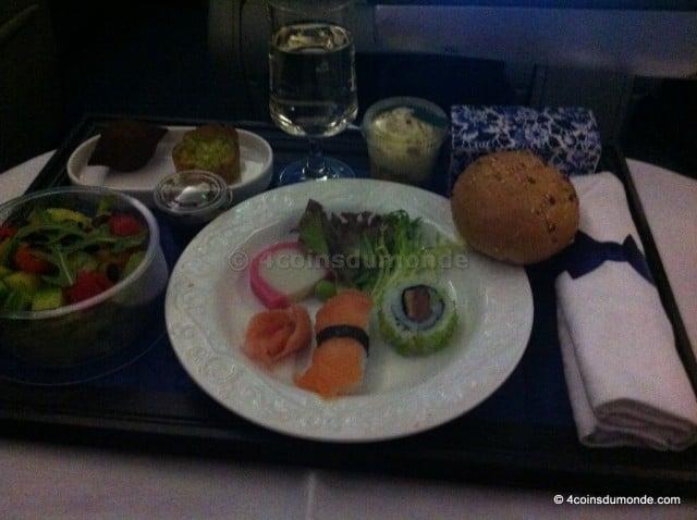 Enceinte pas facile le repas en avion. Poisson cru interdit, alors pas de sushis !