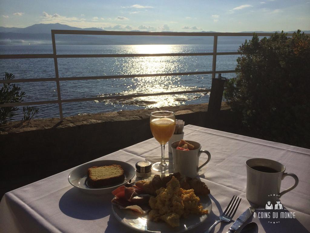 Petit déjeuner Hotel les Mouettes Ajaccio